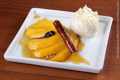 Espaço Gastronômico Ticiano_ Quality Hotel (jantar)  Manga flambada com sorvete  Manga flambada em caramelo e licor de laranja servida com sorvete de creme
