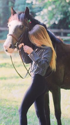- Art Of Equitation Foto Cowgirl, Estilo Cowgirl, Horse Girl Photography, Photography Poses, Equestrian Outfits, Equestrian Style, Cute Horses, Beautiful Horses, Mädchen In Leggings
