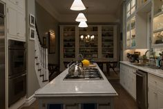 Love this kitchen. And the bookshelves in the eating nook!