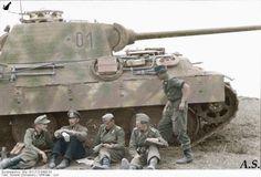 Panther, crew taking a break mai-juin 1944