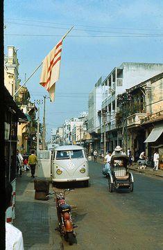 Saigon 1970 - Photo by Artzkat - ?n Trãi por manhhai Saigon Vietnam, South Vietnam, Vietnam War, Foto Picture, 20th Century Fashion, Square Photos, Flash Photography, Color Of Life, Best Memories