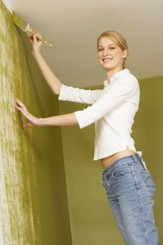 How to Clean Paint From a Ceiling After a Painting Mistake