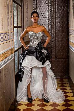 Fuente: Jordi Dalmau Elegant Dresses, Formal Dresses, Wedding Dresses, White Chic, Beautiful Gowns, Bridal Collection, Bridal Style, Evening Gowns, Strapless Dress Formal