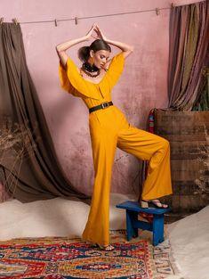 Вдохновением для новой летней коллекции от Alena Goretskaya стала Африка. Это яркая цветовая палитра, смешение стилей, анималистические и этнические принты, натуральные материалы, фурнитура и, конечно же, авторские аксессуары, которые дополнили и завершили образы, ярко отражающие стиль коллекции.  #alenagoretskaya #аленагорецкая #лето2020 #летнийобразженский #летнийобраз #тренды2020 #мода2020 #летнийобразнаработу #весна2020 #африка #образналето #платье #аксессуары2020 #аксессуары #комбинезон
