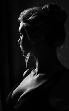 Ideas For Photography Model Boudoir Portraits Boudoir Photography Poses, Low Key Photography, Shadow Photography, Boudoir Photos, Portrait Photography, Amazing Photography, Boudoir Photo Shoot, Budoir Shoot, Street Photography