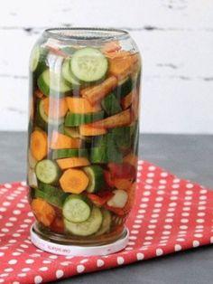 4 Günde Yemeye Hazır Doğrama Turşu Tarifi nasıl yapılır? 1.526 kişinin defterindeki bu tarifin resimli anlatımı ve deneyenlerin fotoğrafları burada. Yazar: Tarif Durağım Pickles, Cucumber, Dips, Vegetables, Food, Sauces, Essen, Dip, Vegetable Recipes