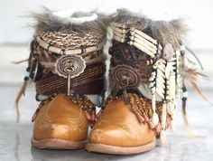 upcycled boho cowboy boots from TheLookFactory on Etsy - Boots Autumn Fashion Casual, Boho Fashion, Fashion Shoes, Vintage Boots, Vintage Outfits, Boot Jewelry, Boot Bling, Boho Boots, Boating Outfit