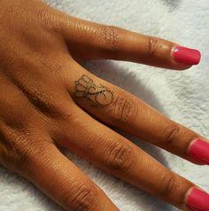 Crown Tattoo / Initial Tattoo, - Famous Last Words Phönix Tattoo, Lion Tattoo, Tattoo Blog, Tattoo Crown, Leg Tattoos, Black Tattoos, Small Tattoos, Girl Tattoos, Tattoo Girls