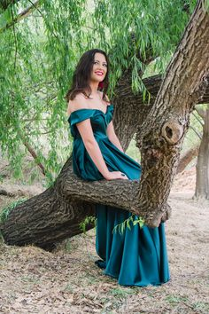 Dust and Dreams Photography _ Couples shoot Dream Photography, Photography Couples, Sea Holly, Emerald Green Dresses, Weeping Willow, Young Love, Couple Shoot, Engagement Shoots, Engagements