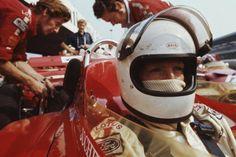 Jochen Rindt (Lotus-Cosworth 72C) vainqueur du Grand prix...