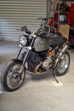 RocketGarage Cafe Racer: HP2 Motorieep