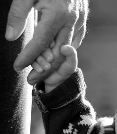 John's father dies, and he has no family at all. This is a picture of boy and his father hold hands. This symbolizes love and connection between families Conmovedora. El detalle, la edición en blanco y negro,la luz. Family Pictures, Baby Pictures, Holding Hands Pictures, Father Son Pictures, Simple Pictures, Maternity Pictures, Photo Main, To My Future Husband, Foto Baby