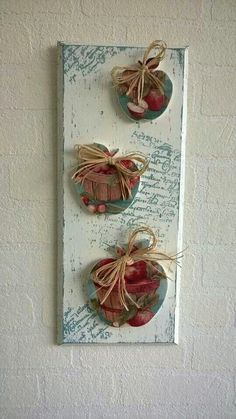 Apple hanging good one Decor Crafts, Diy And Crafts, Arts And Crafts, Paper Crafts, Minimal Kitchen Design, Apple Decorations, Decoupage Vintage, Country Paintings, Pretty Box