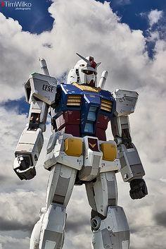 ENORMOUS Optimus Prine statue. OMG. 18 meters life size Gundam in Tokyo, Japan ガンダム