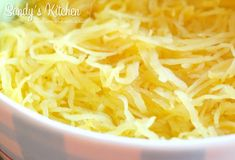 possible after cooking the spaghetti squash. Spaghetti Squash Pizza, Spaghetti Squash Recipes, I Love Pizza, Good Pizza, Easy Healthy Recipes, Healthy Snacks, Health Recipes, Healthy Cookies, Healthy Eating