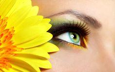 Al rientro delle vacanze, ora che la pelle è abbronzata, per valorizzare il nostro sguardo, curiamo molto il make-up degli occhi.http://www.sfilate.it/231161/trucco-verde-acqua-per-ricordare-mare-rientro