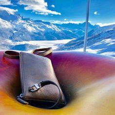 El Paradiso Hütte in St.Moritz. Der Nabel der Welt... St Moritz, Der Arm, Clutch, Elegant, Mini Bag, Metal, Accessories, Collection, Fashion