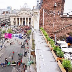 The love for rooftop terraces continues  Those hidden urban gems allow you to experience your city from a new & unusual perspective. Where are your favorite rooftops? (I'd vote for San Diego) This is a glimpse of one of a few nice rooftop terraces in Brussels  #rooftopbar #europolitans #welovebrussels #imaginativecities #brussels #belgium #urbanlife #dachterrasse #city #creativecities #thecitysidewalks