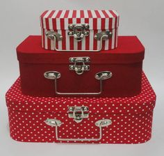 Polka dot paper suitcase - little girl's dream Cardboard Paper, Cardboard Crafts, Dance Competition Bag, Decoupage Suitcase, Cute Luggage, Paper Box Template, Diy Clutch, Organiser Box, Hat Boxes