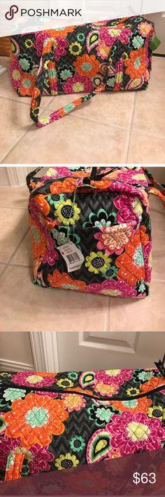 NWT Vera Bradley ziggy zinnia large duffle bag NWT Vera Bradley ziggy zinnia large duffle bag Vera Bradley Bags Travel Bags