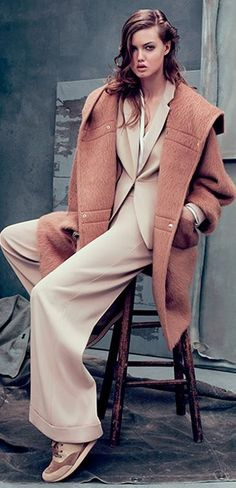 Max Mara nude suit and dusky pink coat She's A Lady, Dior, Soft Autumn, Italian Fashion Designers, Leather Trench Coat, Cold Weather Outfits, Pink Outfits, Max Mara, Passion For Fashion