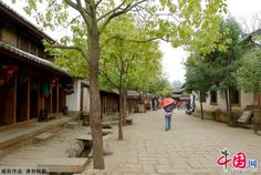 Shaxi Town, one of the world's 100 most endangered sites listed by the World Monuments Fund is a place where you can breathe in fresh air around-the-clock. Shaxi is a village with a long history that can be traced back to the Spring and Autumn period and the Warring States period (770 BC-221BC). Stone Treasure Mountain and the Friday Market are the two most popular tourist attractions in Shaxi.