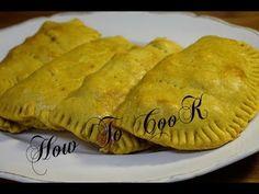 Jamaican Chicken Patty Recipe, Jamaican Meat Pies, Chicken Patty Recipes, Jamaican Beef Patties, Jamaican Patty, Jamaican Curry Chicken, Jamaican Cuisine, Jamaican Dishes, Chicken Curry