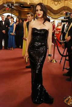Pin for Later: 75 Stylish Reasons We'll Miss Revenge Season 3 Victoria slipped into a liquid-black strapless for casino night — and we don't think we've ever seen her look quite so sexy. Victoria Grayson, Madeleine Stowe, Revenge Fashion, Strapless Dress Formal, Prom Dresses, Hollywood, International Fashion, Beautiful Actresses, Classic Actresses