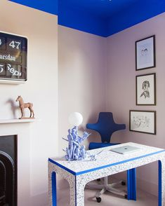 Jordan Cluroe and Russell Whitehead make up interior design brand Studio. Read on for a look inside their colorful London home, plus all of their tips for creating unexpected spaces. Home Office, Office Decor, Office Chairs, Office Ideas, Studio Kitchen, Piece A Vivre, Pink Walls, Elle Decor, House Colors