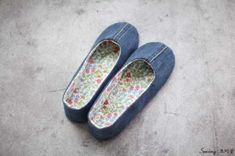 청바지리폼(도안) 덧신만들기,패브릭DIY : 네이버 블로그 Denim Sneakers, Fabric Shoes, Leaf Art, Patch Quilt, Camila, Blue Jeans, Upcycle, Diy And Crafts, Flip Flops