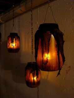 The best DIY Halloween decorations - easy and cheap ways to decorate your home for Halloween! If you're looking for the best DIY Halloween decorations, browse this selection of 31 easy and cheap ways to decorate your home for Halloween! Adornos Halloween, Manualidades Halloween, Casa Halloween, Holidays Halloween, Halloween Sounds, Halloween Games, Voodoo Halloween, Scary Halloween Decorations, Diy Halloween Lanterns