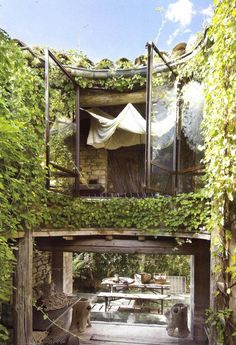 Rustic wood, curved ivy walls, big window, white textiles.