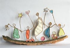 Craft figures with paper and wire for any decoration occasion with this DIY guide Diy Paper, Paper Art, Sculptures Sur Fil, Recycled Decor, Wire Art Sculpture, Art Du Fil, Wire Crafts, Beads And Wire, Art Dolls