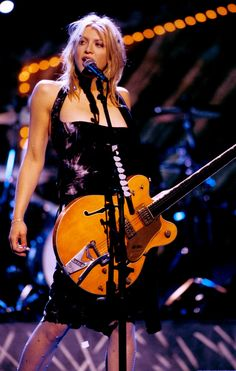 Courtney Love 90s, 90s Fashion, Love Fashion, Riot Grrrl, 90s Outfit, Hollywood Glamour, Love S, Her Style, Bands