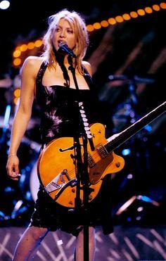 Kurt Cobain, Courtney Love 90s, 90s Fashion, Love Fashion, Guitar Girl, 90s Outfit, Hollywood Glamour, Love S, Classic Rock