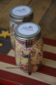 Amazing Pasta Salad Recipe served up in an individual jar. Perfect for your next BBQ or Picnic.  Free Printables    theidearoom.net
