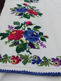 Discover thousands of images about Vintage Cross Stitches, Cross Stitch Animals, Christmas Cross, Hobbies And Crafts, Rugs On Carpet, Machine Embroidery Designs, Origami, Knit Crochet, Traditional