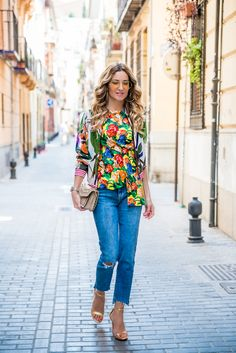 #Hanitablog #SS17 #trend  CC fashion by Conchy Copé, fashion blogger spagnola nel Flower Trend del momento.  Bomber: Hanita SS17 Collection