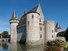 Chateau de Sully, een bijzonder architecturaal kunstwerk. (Loiret)