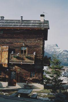 mountain house w/ friends