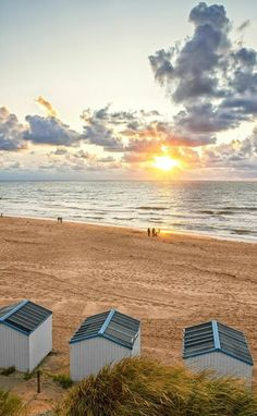 Zonsondergang op het strand van Texel / Sunset at TExel beach #Texel #strand #beach #Noordzee #fotografie #fotograaf #justinsinner #zonsondergang #sunset http://justinsinner.nl