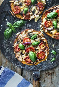 Gluten free Pizza with a sweet potato crust / Glutenfri Sötpotatispizza - Evelinas Ekologiska http://evelinasekologiska.femina.se/