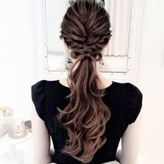 See you soon glamorous with his wavy ponytail How would you like to be inspired by this hairstyle? If you want to participate in invitations with bright and eye-catching hairst. Wavy Ponytail, Ponytail Hairstyles, Summer Hairstyles, Wavy Hair, Pretty Hairstyles, Her Hair, Hair Arrange, Hair Setting, Bridesmaid Hair