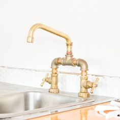 DIY Plumbing: Brass Bridge Faucet — great for man cave bathroom Copper Kitchen Faucets, Copper Faucet, Sink Faucets, Kitchen Sinks, Diy Kitchen, Kitchen Ideas, Camper Kitchen, Barn Kitchen, Messing