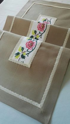 New : Rustic Runners, Cross Stitch Embroidery, Cross Stitch Patterns, Diy And Crafts, Arts And Crafts, Lace Decor, Hand Embroidery Designs, Knitted Blankets, Table Runners, Needlework