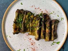 Gluten free, vegetarian and oh-so-delicious, our Charred King Mushroom with herbs is a great start to dinner! King Mushroom, Food Styling, Mumbai, Asparagus, Grilling, Stuffed Mushrooms, Food Porn, Appetizers, Gluten Free