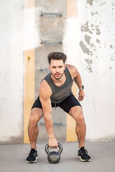 fitness photography Outdoor Gym, Outdoor Workouts, Outdoor Fitness, Poses For Men, Mens Poses, Male Fitness Photography, Gym Photos, Fitness Photoshoot, Senior Fitness