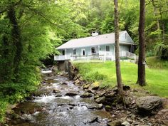 Gervinwold Creekside - This cabin has a beautiful creek beside it and a big grassy yard! It is a 1 bedroom 2 bath that sleep 4. All of the modern conveniences are available including a fully equipped kitchen, cable TV with DVD players and a washer and dryer. #petfriendly