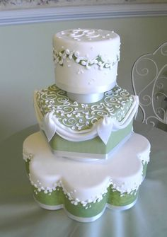 I love the different shapes of this cake's tiers.
