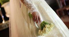 Buquê delicado de tulipas brancas da noiva Fernanda Vancine. (Foto: Fernanda Scuracchio)